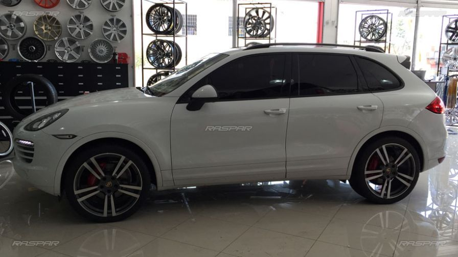porsche cayenne 2013 com rodas hd wheels turbo aro 22 e pneus delinte 285 35 22. Black Bedroom Furniture Sets. Home Design Ideas